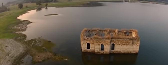 Язовир Жребчево е залял цели три села, но въпреки това над водата остава уникалната българска църква (ВИДЕО)