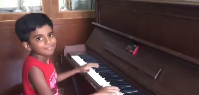 Това дете ще ви изуми! Не случайно го наричат Втория Моцарт. Вижте какво направи, когато застана зад пианото (ВИДЕО)
