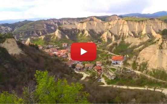 Посетете прочутия с вината си най-малък град в България и изпийте чаша руйно вино! (ВИДЕО)