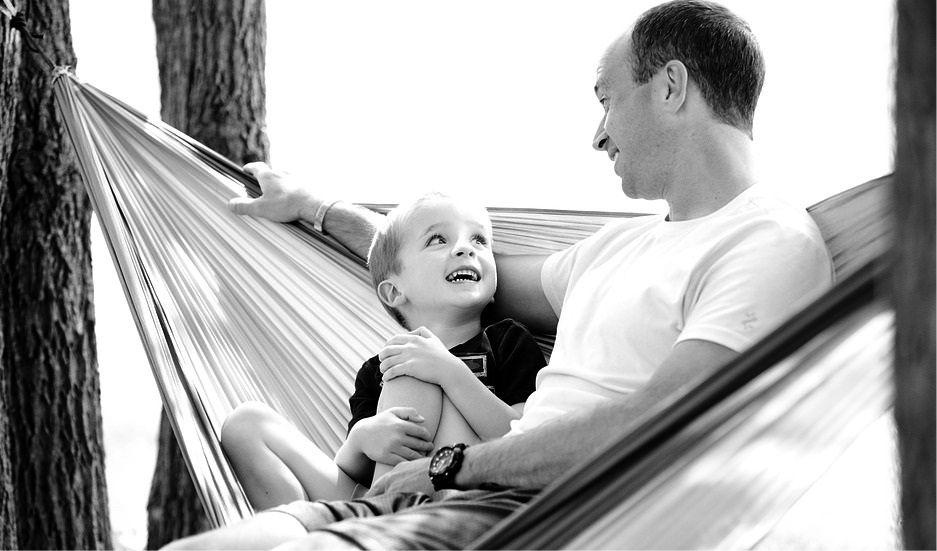 Съгласете се, че да сте родители е отговорно и никак не е лесно! Вижте обидите, които децата не прощават