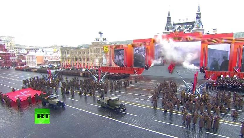 С впечатляващ военен парад на Червения площад Русия изду мускули и показа на света изключителна мощ (ВИДЕО)