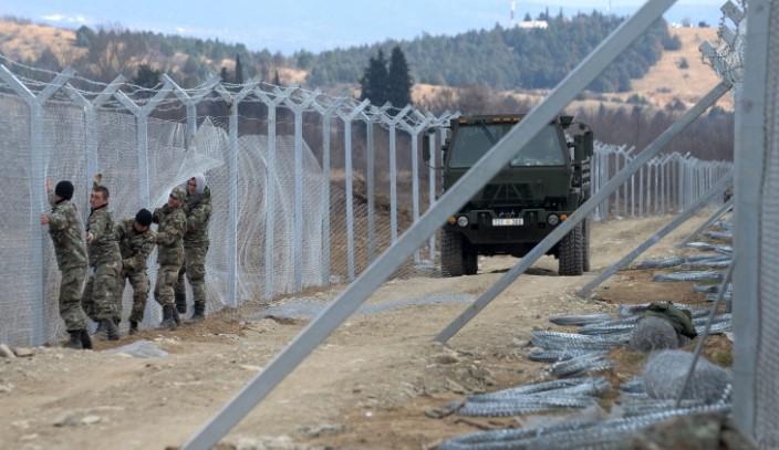 Запечатваме границата! Военният министър: Няма да позволим на мигрантите да влизат нелегално