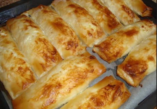 Светкавична рецепта! Най-бързите банички със сирене – вкусотията става за минути (ВИДЕО)