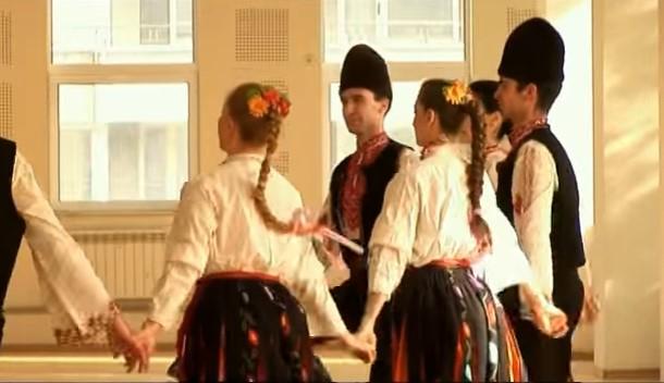 Пайдушко хоро, което пълни душата и сърцето! Вижте великолепното изпълнение на тези танцьори (ВИДЕО)