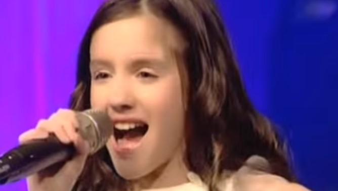 По-добра дори от Крисия! Нашето момиче Лидия обра овациите на детската Евровизия! В момента е на първо място (ВИДЕО)