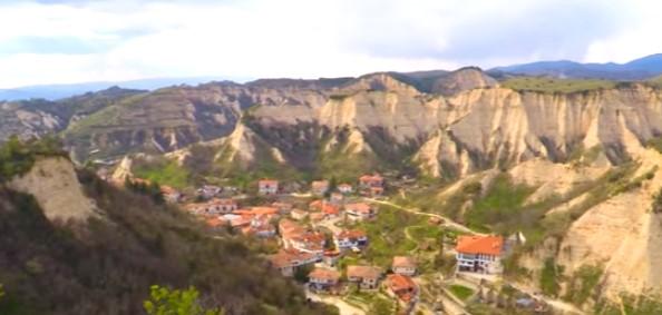 Посетете прочутия с вината си най-малък град в България и изпийте чаша руйно вино (ВИДЕО)