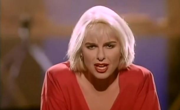 Жесток хит от края на 80-те! Припомнете си тази мелодична песен, с която сме израстнали (ВИДЕО)