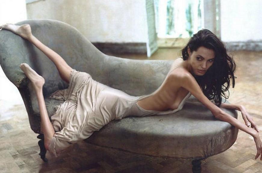 Светът стиска палци за Анджелина Джоли! Голямата актриса се е стопила (СНИМКИ)