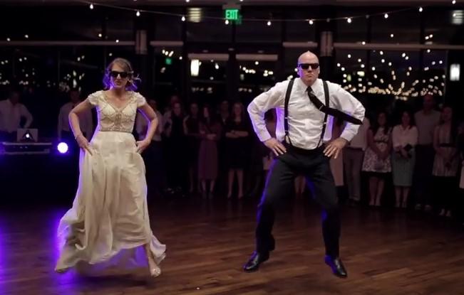 Шеметен сватбен танц на младоженката с нейния баща наелектризирва присъстващите и ги зареди с неподозирана веселост и оптимизъм (ВИДЕО)