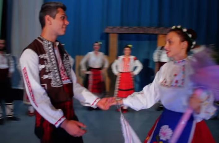 Да се потопим заедно в тази фолклорна приказка върху две чудесни народни песни (СНИМКИ и ВИДЕО)