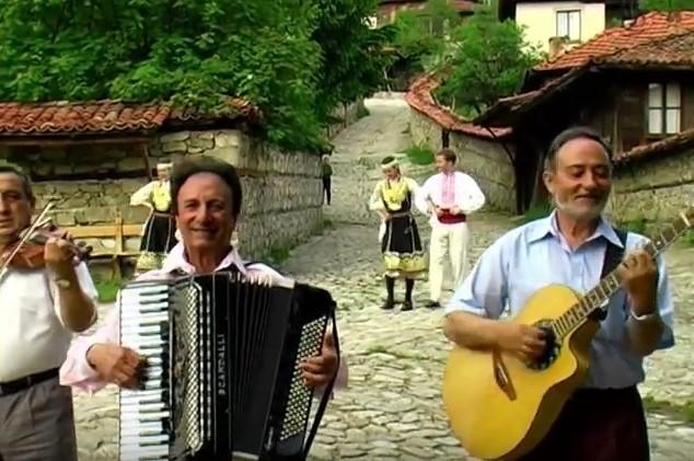 Нека да не забравяме големия акордеонист Ибро Лолов! Стоплете сърцето си със страхотното Граовско хоро (ВИДЕО)