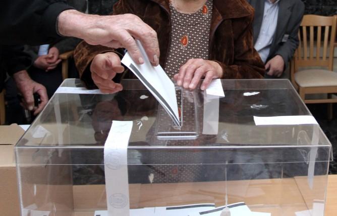 ПОЛИТИЦИТЕ В ПАНИКА! МАСОВА СЕЧ НА ИЗБОРИТЕ ДОГОДИНА: Само 5 партии в парламента, големите губещи са…