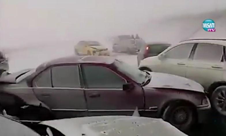Снежен ад! България е парализирана. Бойко Борисов свика кризисен щаб посред нощ (ВИДЕО)