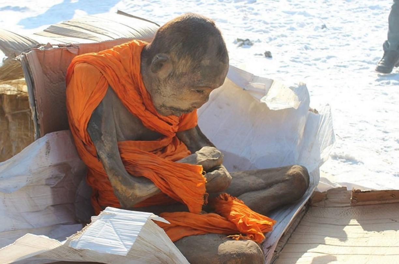 Чудо или дълбока медитация? Тялото на 200-годишна мумия на тибетски монах е напълно съхранено (СНИМКИ)