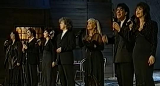 """Вижте страхотното изпълнение на Фамилия Тоника на песента """"В нощта на Коледа"""" (ВИДЕО)"""