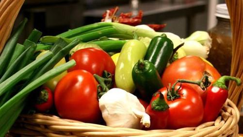 Важно за всички! Вижте кои 6 храни предпазват дебелото ни черво