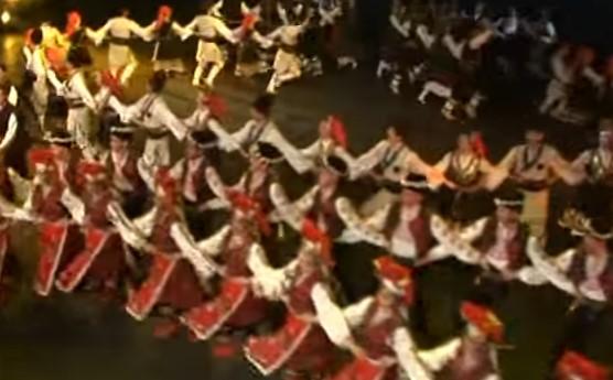 """Ансамбъл """"Филип Кутев"""" показва магията на българските народни танци (ВИДЕО)"""