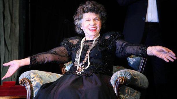 """Изписаха Стоянка Мутафова! Тя поряза проф. Мермерски: """"Не вярвам на бабини деветини!"""""""