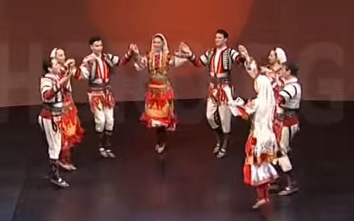 Българският ФОЛКЛОР Е ЖИВ! Вижте това ПРЕКРАСНО изпълнение на МАЛЕШЕВСКОТО ХОРО! (ВИДЕО)
