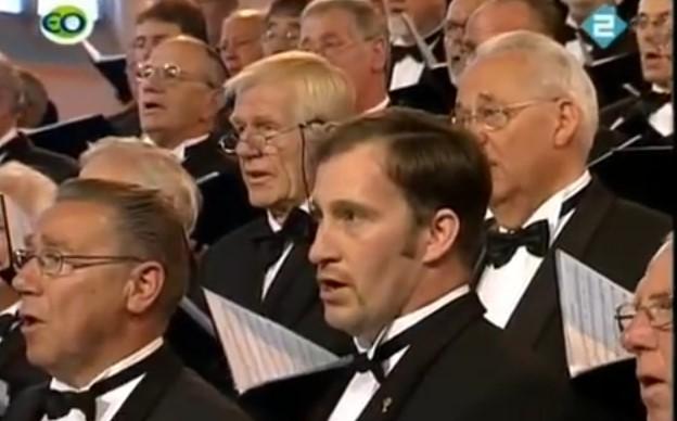 """Ще се трогнете от това величествено изпълнение на """"Болен ми лежи Миле Попйорданов"""" от холандски хор (ВИДЕО)"""