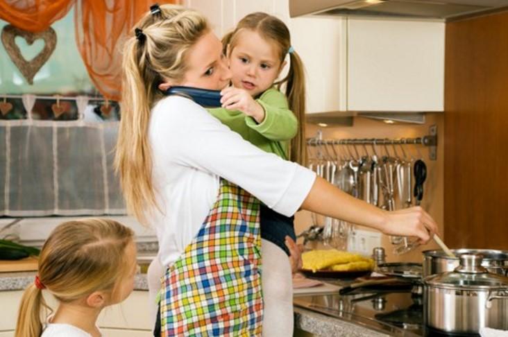 Брутално откровение за неработещите майки… Уважавайте и ценете съпругата си, майка си, баба си, защото тази саможертва е безценна