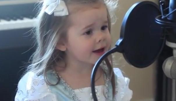 Баща забеляза, че 3 годишната му дъщеря пее страхотно. Когато я попита дали иска да я запише, остана изненадан от отговора й (ВИДЕО)