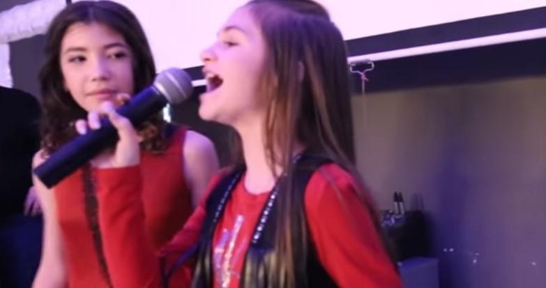 Талантливите Крисия и Тереза пуснаха нов запис, импровизацията на младите певици се превръща в хит (ВИДЕО)
