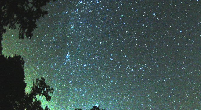 Не пропускайте! Страхотно небесно шоу ни очаква тази вечер. Метеоритен дъжд идва със 120 звезди на час