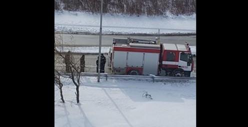 Пожарникари просълзиха хиляди във Фейсбук. Помогнаха на дядо и две баби да се спасят