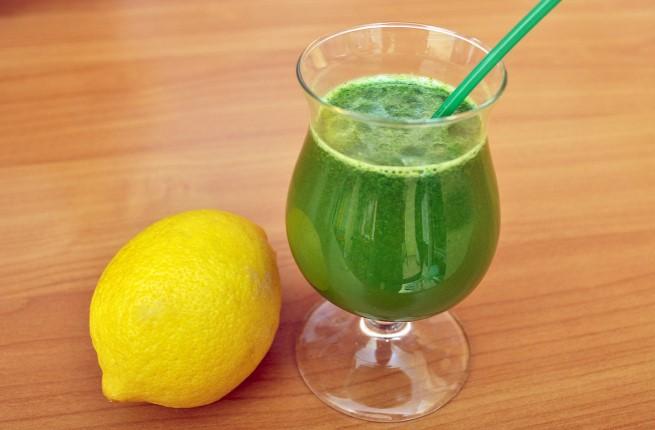 Страшно полезен сок топи килограмите и чисти токсините докато спим. Само смесете следните продукти