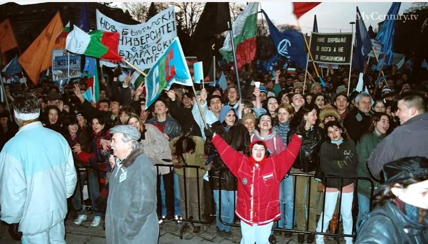 Помните ли Виденовата зима'97: Заплати от $5, погром над парламента и много спукани глави (ВИДЕО и СНИМКИ)