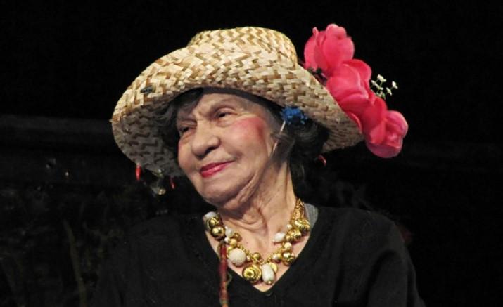 """Поклон! Голямата Стоянка Мутафова се завърна на сцената! Зрителите я аплодираха бурно в """"Сълза и смях"""""""