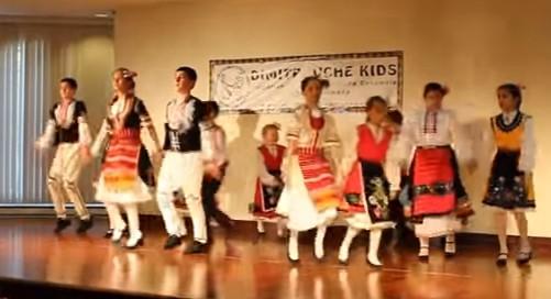 Българчета в Канада показват как се пази фолклорът жив! Вижте Дайчовото им хоро (ВИДЕО)