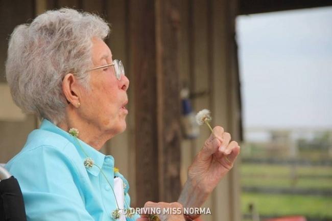 Вдъхновяваща история за 90-годишна жена, която игнорира смъртоносна болест, за да следва мечтите си