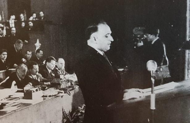 """Разкрита е причината, поради която Тодор Живков преподарява на царя най-нов модел на """"Рено"""" през далечната 1966 година"""