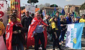 Снимка на Сергей Станишев от Рим взриви Интернет! Той сам качи кадъра, на който е с 3 ръце (ФОТО)