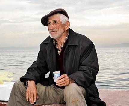 Сега нямам, но когато имам, ще ви върна 2.30 лв. Трогателната история на един дядо, която разтърси България