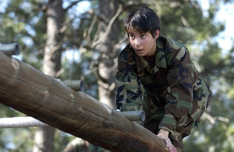 Как запасняци задиряха ученички на военното обучение