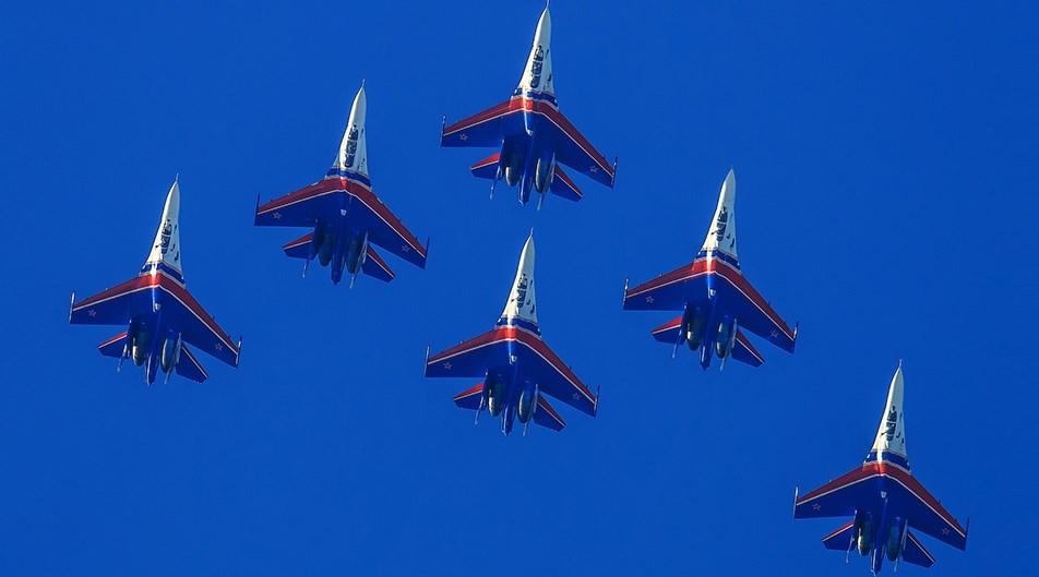 """""""Руските витязи"""" показаха уникалните възможности на новия изтребител Су-30 (ВИДЕО)"""