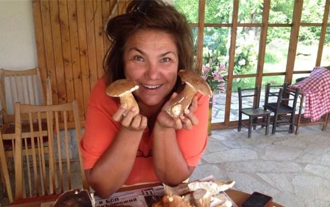 Неземна вкусотия – рецепта за бюрек с гъби и пиле на Марта Вачкова