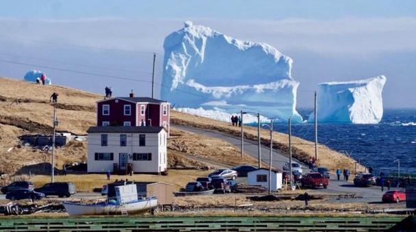 Това гигантско ледено чудо може наистина да ви уплаши, когато го видите на живо!