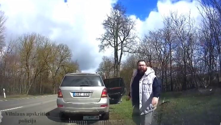 Полицаи преследваха джип, за да го спрат за превишена скорост… Те обаче не очакваха това, което последва (ВИДЕО)