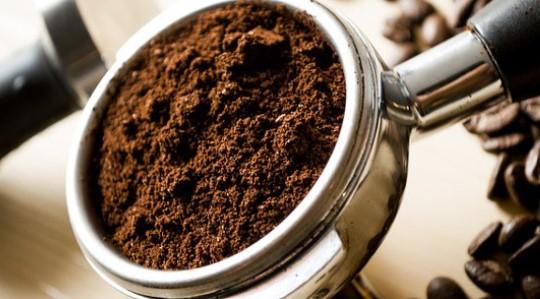 Не хвърляйте утайката от сутрешното си кафе. Ето как да я използвате по най-рационалния начин