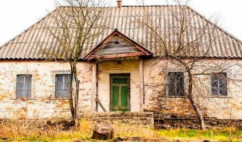 Отвориха къщата, в която никой не е живял 30 години. Това, което откриха в нея, наистина ги остави без думи (ВИДЕО)