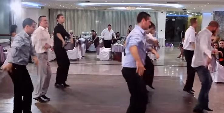Това хоро от българска сватба превзе нета! Всички са възхитени! Поклон пред таланта на тези хора (ВИДЕО)