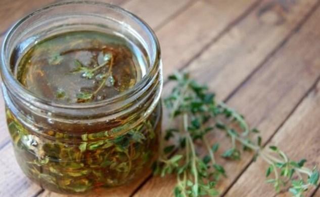 Бабина рецепта с мед и мащерка носи здраве и помага при кашлица и болно гърло