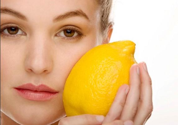 Окосмяването на лицето е доста неприятно, но на помощ идва лимоновият сок, който ще го стопира трайно