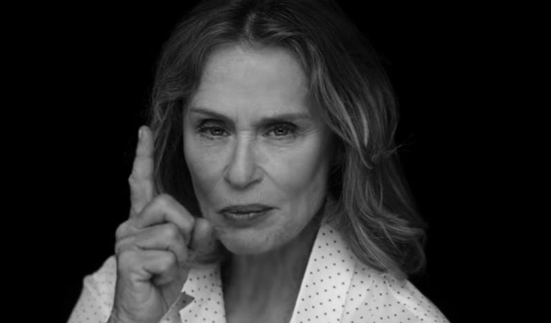 Тя е на 73, но се снима по бельо за топ дизайнер (СНИМКИ и ВИДЕО)