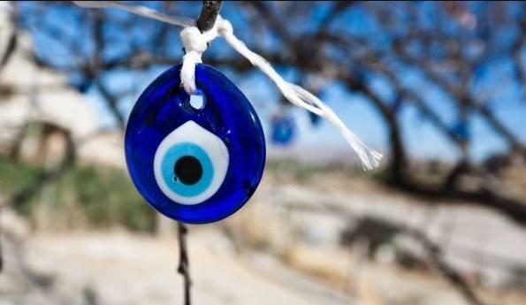 Какво представлява амулетът със синьо око и за какво служи