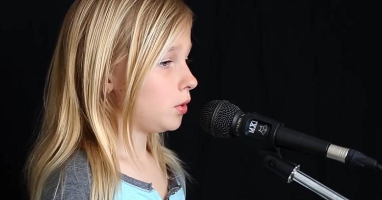С ангелски глас това момиченце изпя една от най-популярните песни за всички времена! Чуйте страхотното изпълнение! (ВИДЕО)